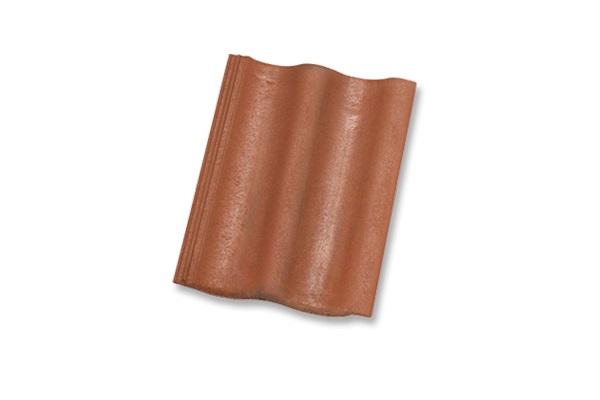 Tiilikatot ovat yleensä ladottu betonikattotiilestä. Tiilikaton laskennallinen käytöikä on 30 - 50 vuotta, mutta yksittäiset kattotiilet saattavat rikkoutua helposti, joten tiilikaton kuntoa on syytä seurata säännöllisillä tarkastuksilla. Tiilikatto vaatii kattorakenteelta paljon, sillä tiili on materiaalina painavaa, joten kattorakenteen tarkistaminen ja kunto on tärkeää. Ota yhteyttä jos epäilet tiilikattosi kuntoa.